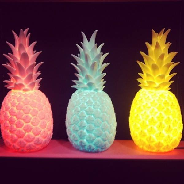 lampe ananas dor e m m g teaux. Black Bedroom Furniture Sets. Home Design Ideas